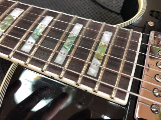 Frets are quite fresh...
