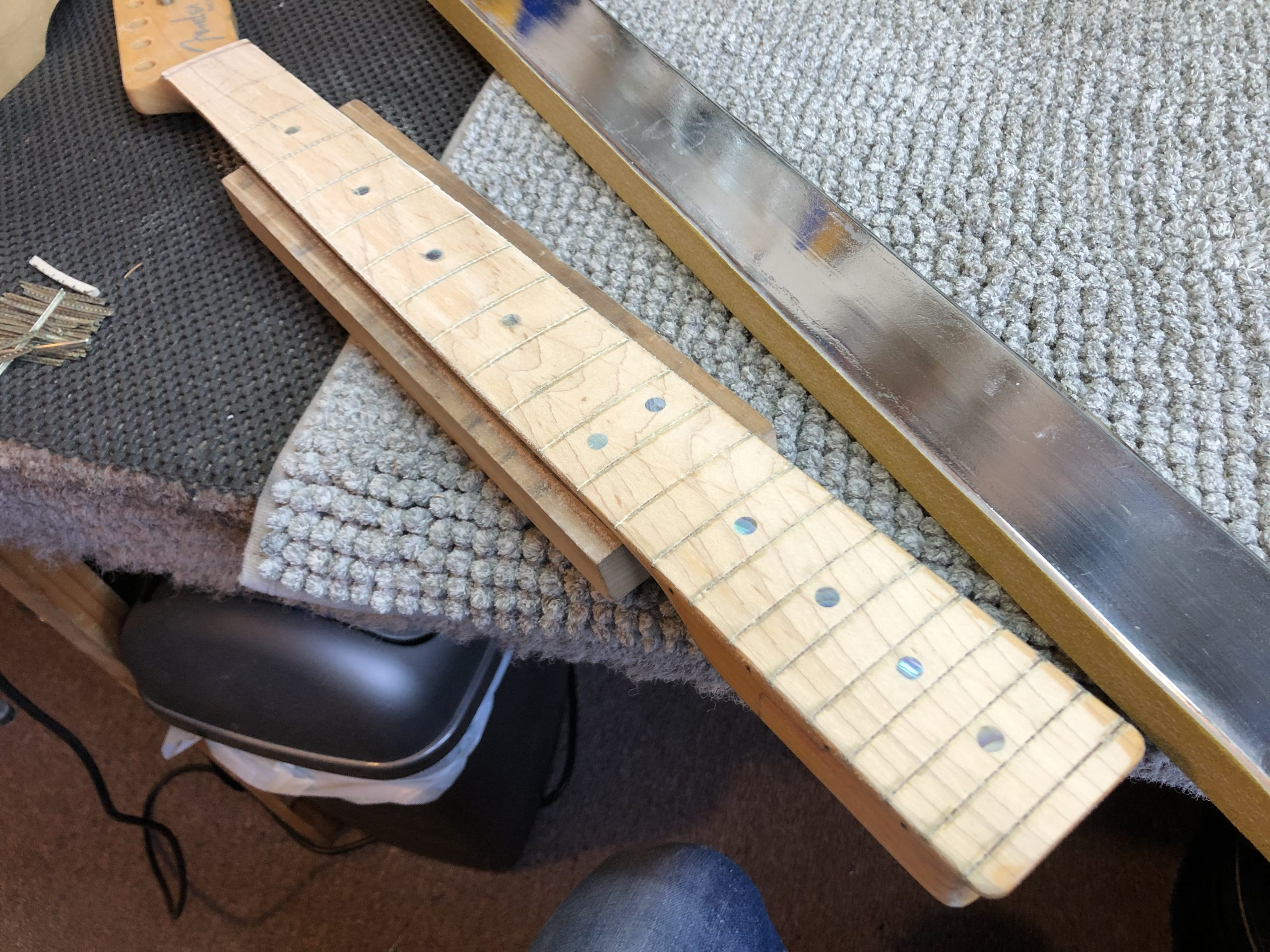 Levelling the fretboard