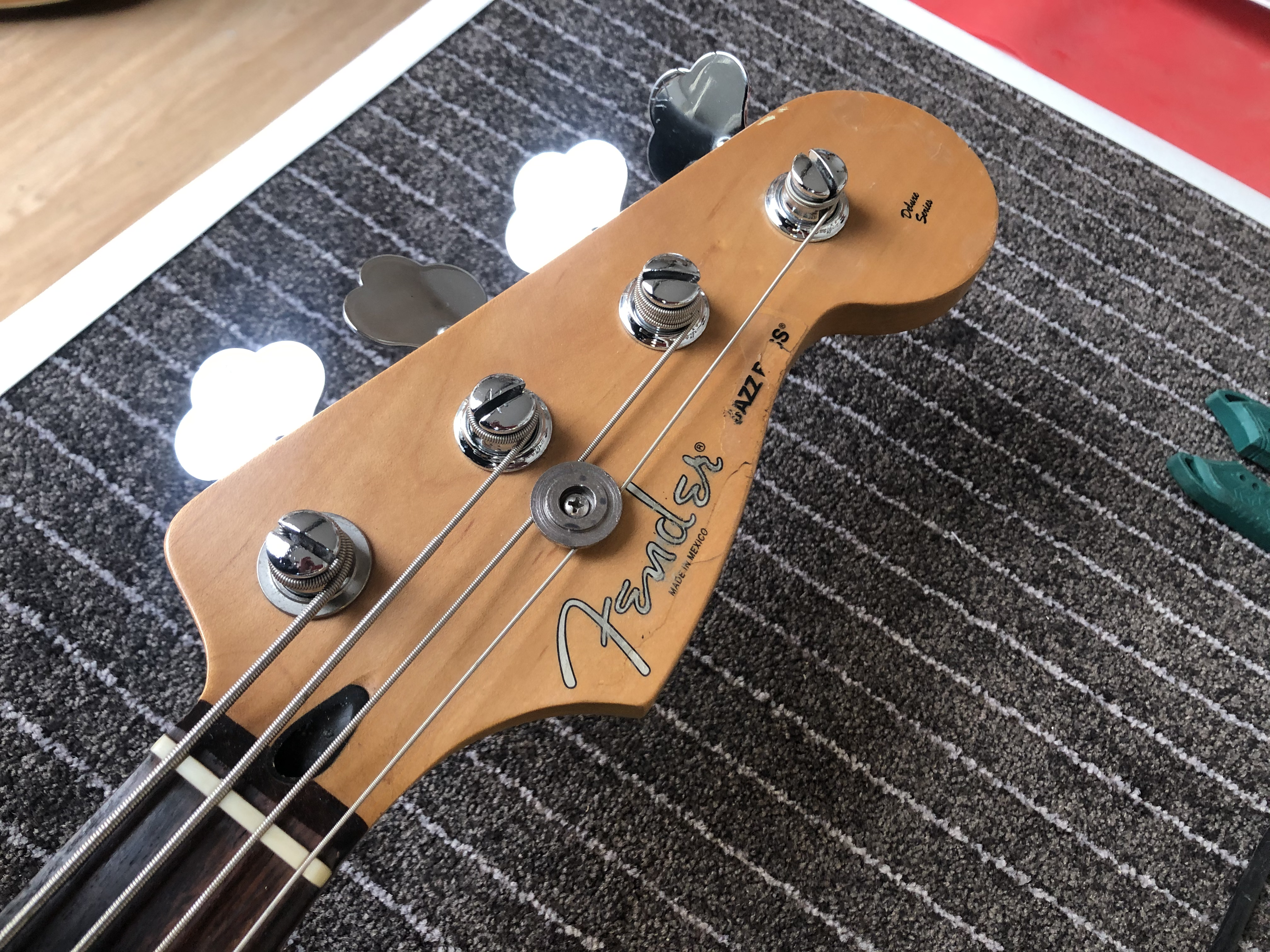 Setup on Fender Jazz Bass
